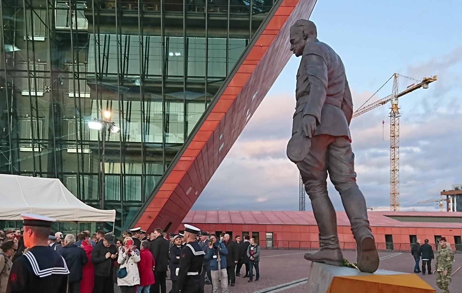 Capt Pilecki 3
